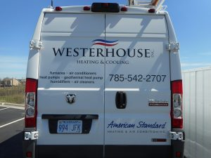 Service vehicle that travels to heating and cooling locations